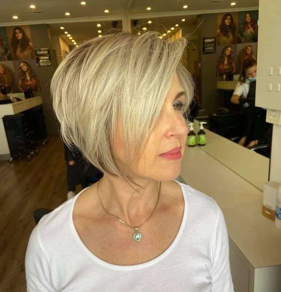 23 Popular Short Hairstyles for Women Over 40 that You Should Check in 2021 Pixie-bob-haircut