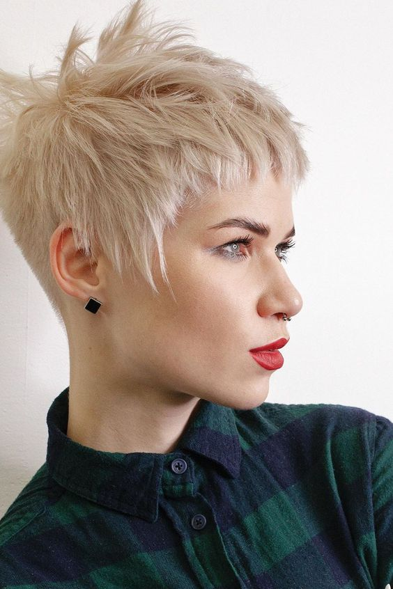 Here are 20 Best Short Haircuts for Straight Hair (Updated 2021) Pixie-with-choppy-layers
