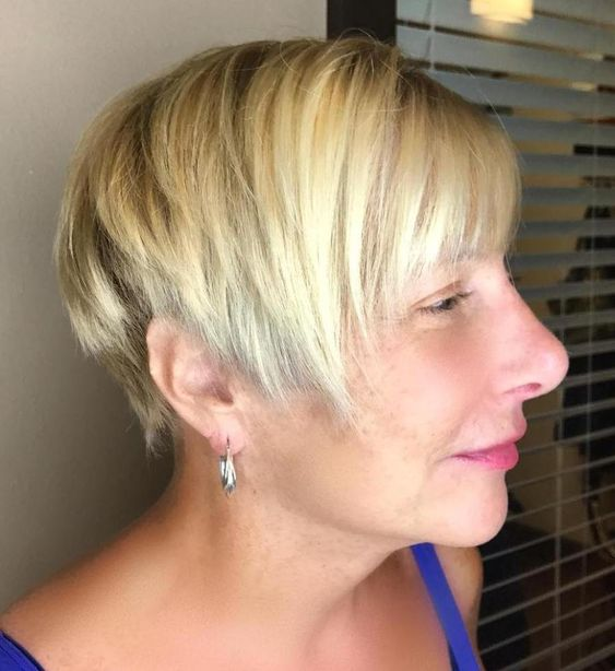 23 Popular Short Hairstyles for Women Over 40 that You Should Check in 2021 Razor-cut-hairstyle-with-bangs