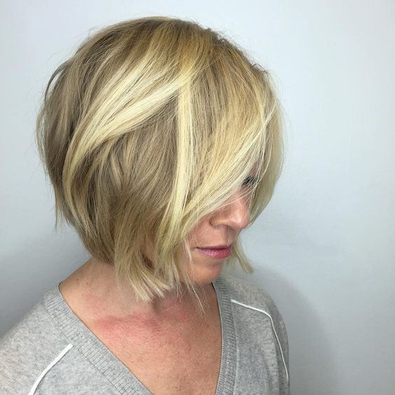 23 Popular Short Hairstyles for Women Over 40 that You Should Check in 2021 Sassy-wavy-haircut