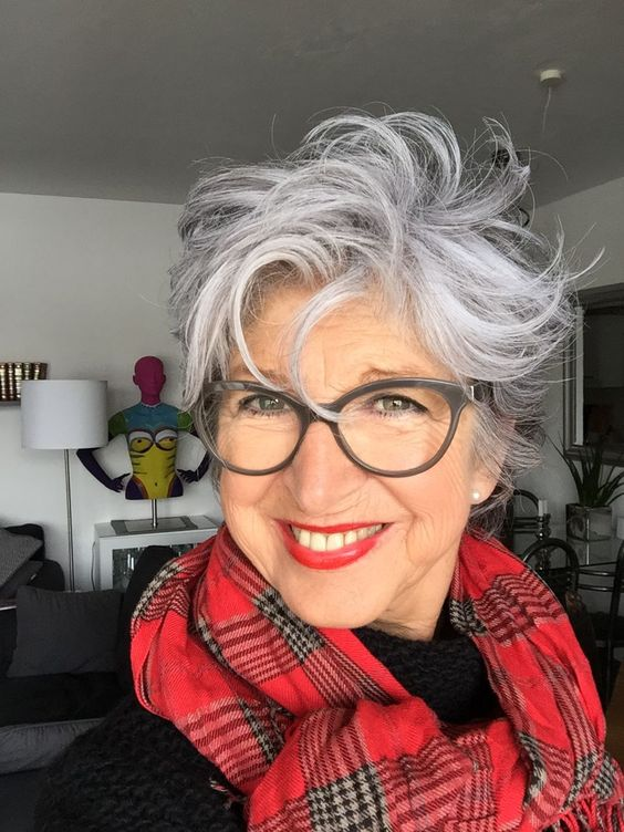 Beautiful Messy Curly Hairstyle For Older Women With Grey