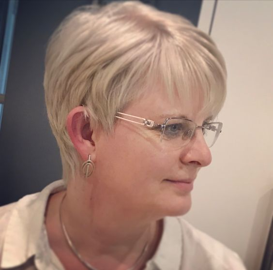 mature with Short hairstyles for glasses ladies