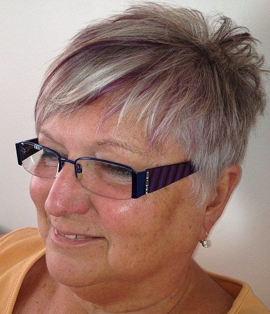 lovely short pixie haircut styles for older women with glasses