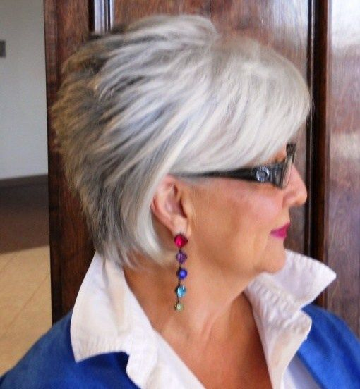 short shag hairstyle for over 60 women with grey hair ...