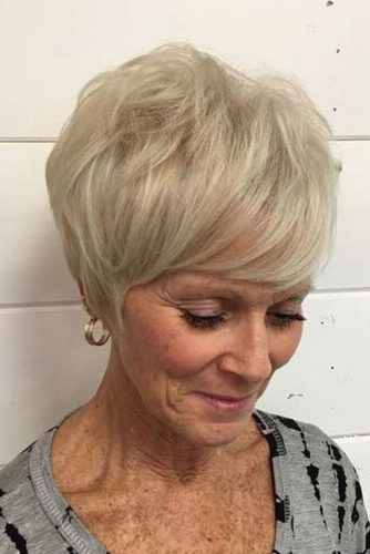 short wedge haircut for older women who loves classic style