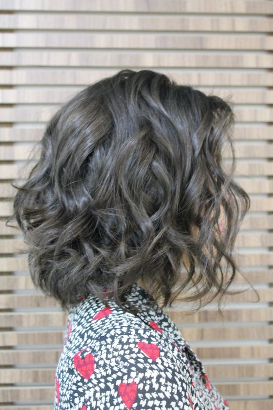 beautiful wavy bob hairstyle that perfect with anyone