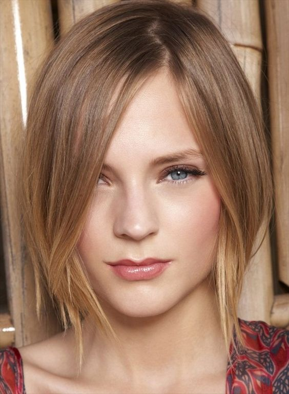 cool looking layered pageboy haircut for women with thin hair