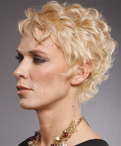 gorgeous and trendy short curly pxiei haircut that fit with older women