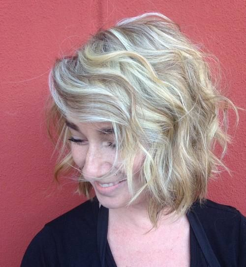 gorgeous curly bob that will look awesome with older women