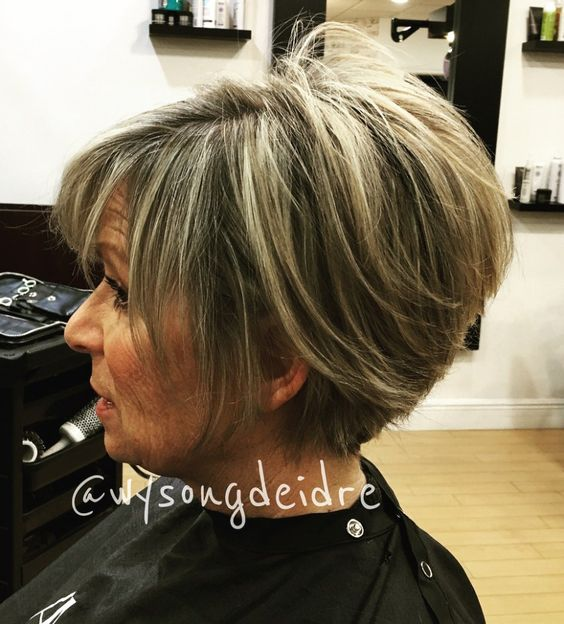 The Two Toned Pixie Hairstyle for Women 4
