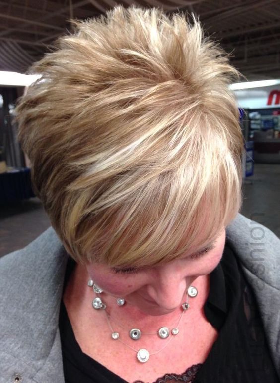 Highlighted, Layered Wedge Hairdo 1