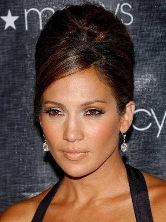 10 Awesome Celebrity Short Hairstyles Over 50 That You Could Try 4880594e2f17029e6fc0a54b4e9c15eb