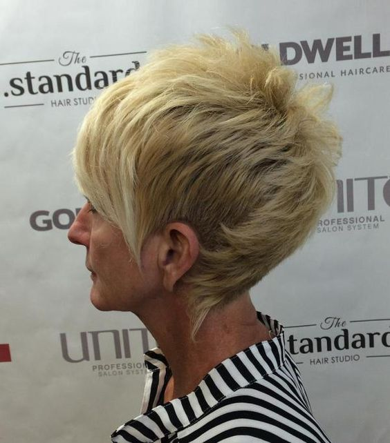 45 Wedge Haircuts for Women Over 50 for Those into Simple and Classic Appearance 5745cecbedb50c21f9cff239f9b81ecc