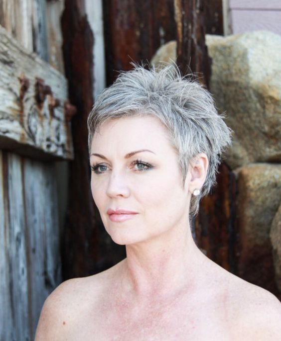 30 Pixie Haircuts for Women Over 50 that You Should Check (Updated 2021) 5de54a0404fb59394ea439fee3d3b730