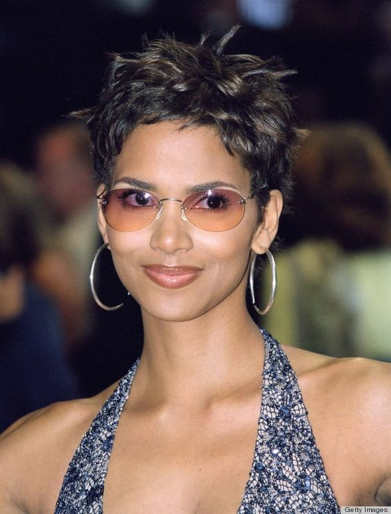 10 Awesome Celebrity Short Hairstyles Over 50 That You Could Try 99a79d1729333764725262f7effe76fb
