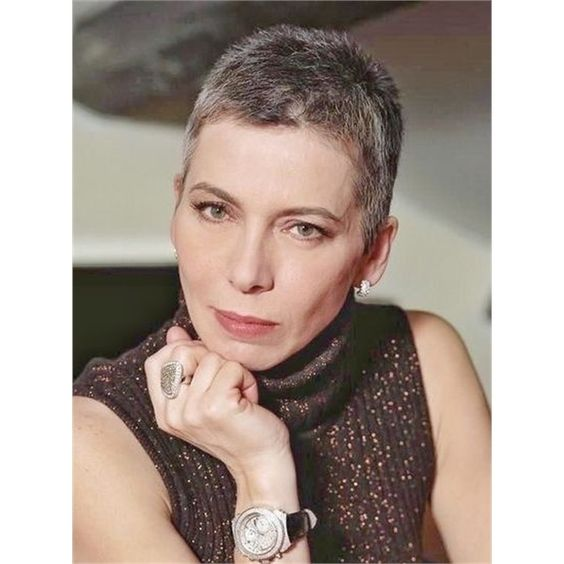 30 Pixie Haircuts for Women Over 50 that You Should Check (Updated 2021) Buzzed-pixie