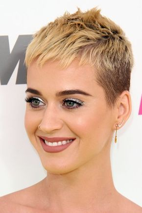 30 Pixie Haircuts for Women Over 50 that You Should Check (Updated 2021) Katy-perry-pixie