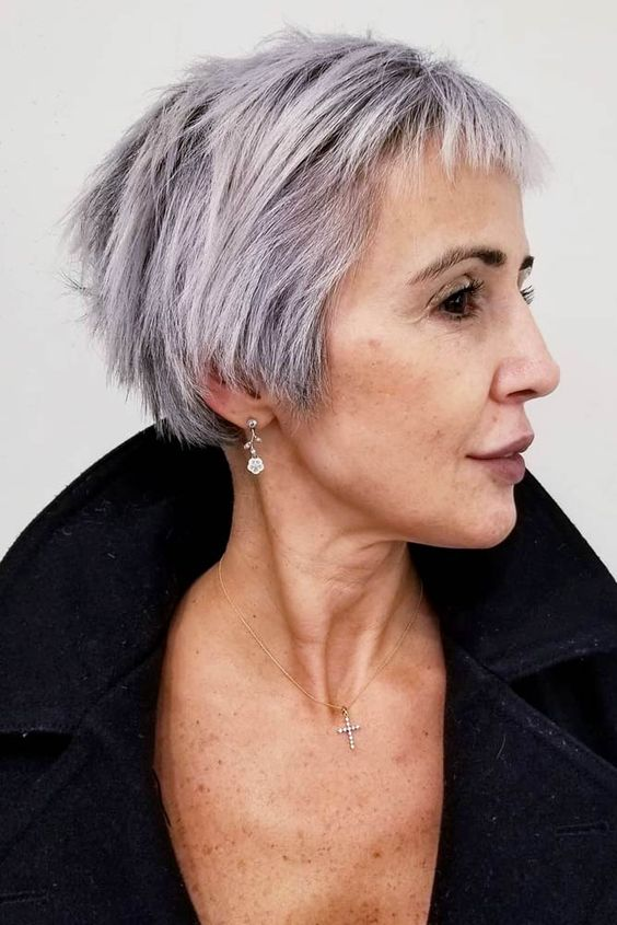 30 Pixie Haircuts for Women Over 50 that You Should Check (Updated 2021) Pixie-bob-haircut-with-very-short-bangs
