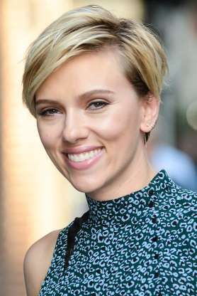 30 Pixie Haircuts for Women Over 50 that You Should Check (Updated 2021) Scarlett-johansson-pixie