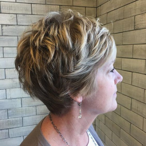 Highlighted, Layered Wedge Hairdo 5