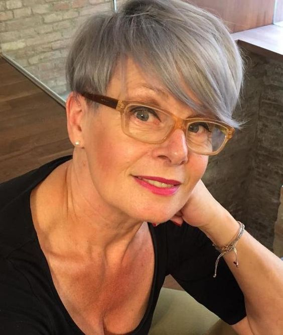 45 Short Hairstyles for Grey Hair and Glasses that Make Older Women Still Looking Stylish pixie_undercut_hairstyle_with_grey_hairs_4