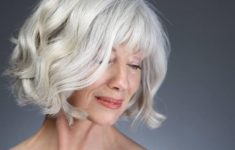45 Short Hairstyles for Grey Hair and Glasses that Make Older Women Still Looking Stylish wavy_bob_with_bangs_with_the_gray_hair_2-235x150