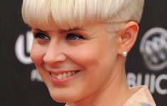 50 Gorgeous Wedge Haircuts for Women over 60 That You Can't Miss 15-Chic-Short-Haircuts-Light-Blonde-Pixie-235x150