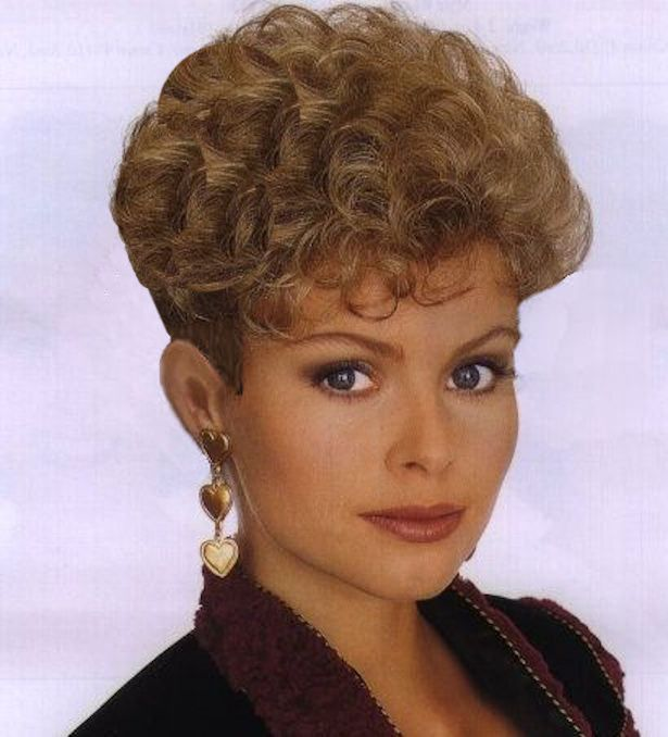 Retro Wedge Hairstyle 2 6203d987b1e94b2f692549d37279ae65-wedge-hairstyles-retro-hairstyles