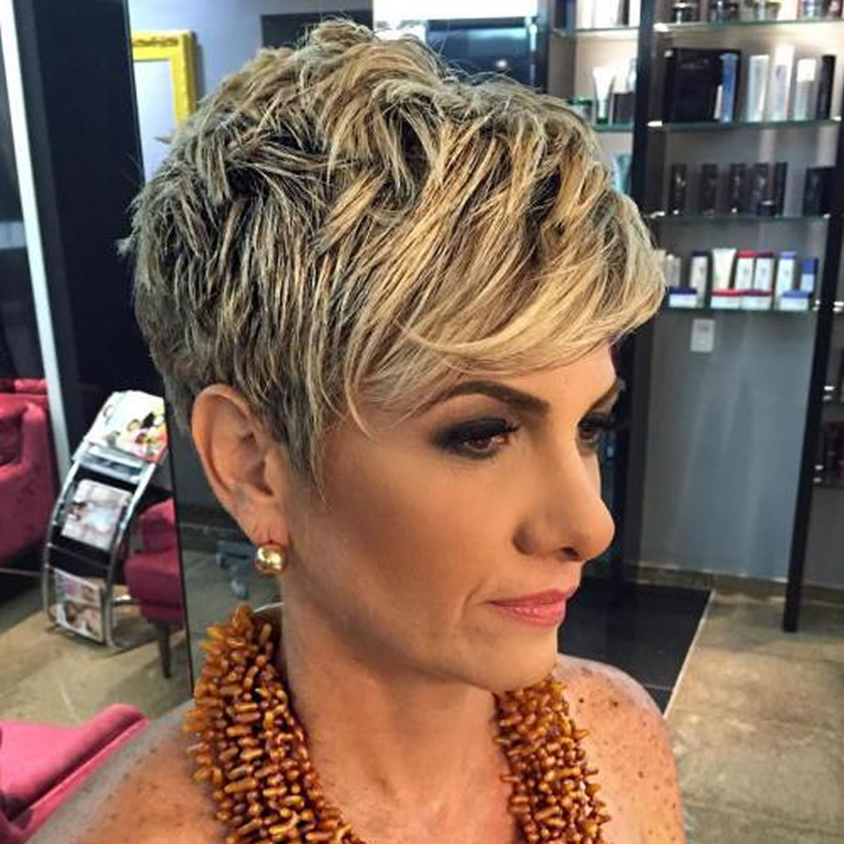 10 Prettiest Pixie Haircuts for Women over 60 Blonde-short-pixie-hairstyles-with-dark-roots