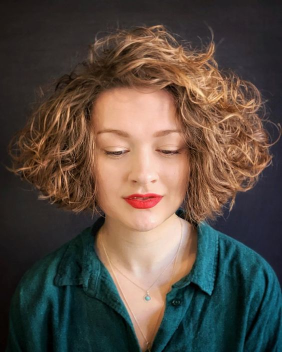 90 Gorgeous Short Curly Hairstyles for Women Over 50 (Updated 2021) Short-blunt-bob