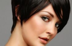 50 Most Favorite Short Wedge Haircuts For Women Over 40 Yuvarlak-yuz-sekline-sahip-hanimlar-icin-kisa-sac-modelleri-235x150