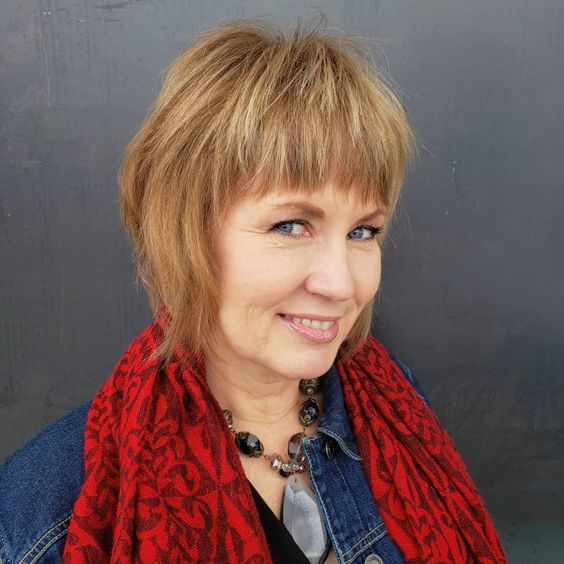 30 Inspiring Pixie Haircuts for Women Over 60 Years Old (Updated 2021) Choppy-blunt-pixie