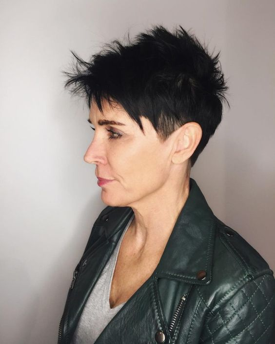 30 Inspiring Pixie Haircuts for Women Over 60 Years Old (Updated 2021) Razor-cut-pixie
