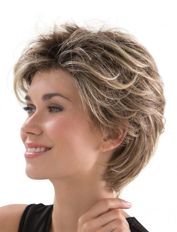 Layered Fine Hairstyle for Over 50 Women 1