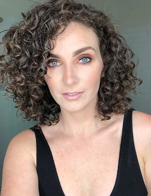 Curly Bob Hairstyle for over 40 and Overweight Women 4 Curly-Bob-Hairstyle-for-over-40-and-Overweight-Women-4