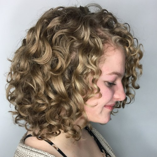 Curly Bob Hairstyle for over 40 and Overweight Women 5