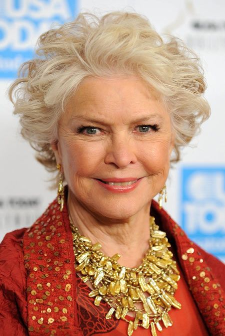 Hellen Mirren and Ellen Burstyn's Hairstyles for Seniors with Thin Hair That Give Youthful Look 4