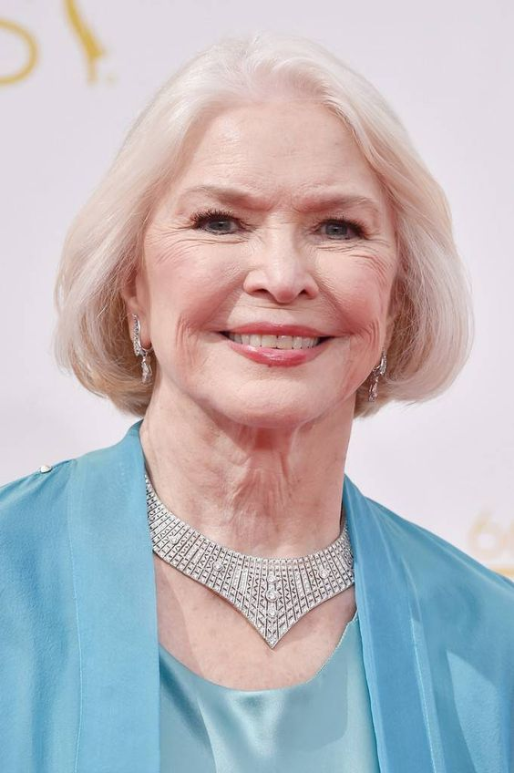 Hellen Mirren and Ellen Burstyn's Hairstyles for Seniors with Thin Hair That Give Youthful Look 6