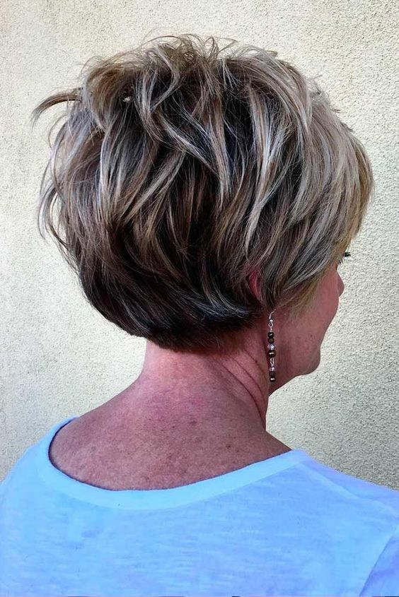 Layered Graduated Bob for Seniors with Thin Hair That Give Youthful Look 2 Layered-Graduated-Bob-for-Seniors-with-Thin-Hair-That-Give-Youthful-Look-2