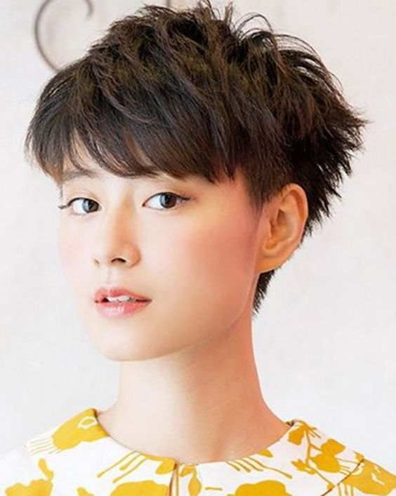 Messy Pixie Asian hairstyles for women 3