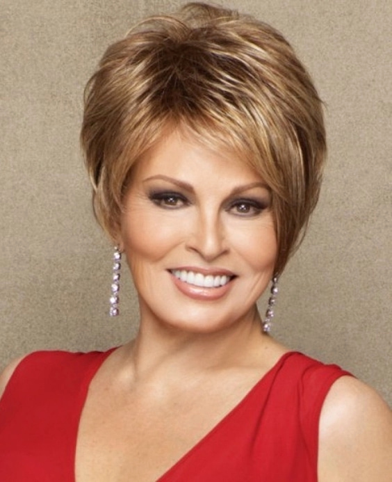 Short Bob Hairstyle for over 40 and Overweight Women 5