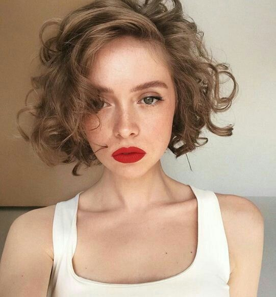 Short Curly with Side Swept Bangs Easiest Short Curly Hairstyles Ideas 4