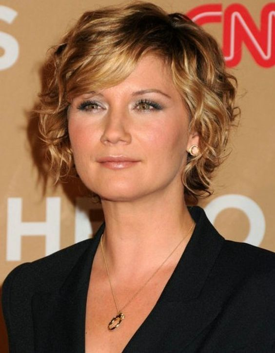 Short Curly with Side Swept Bangs Easiest Short Curly Hairstyles Ideas 6