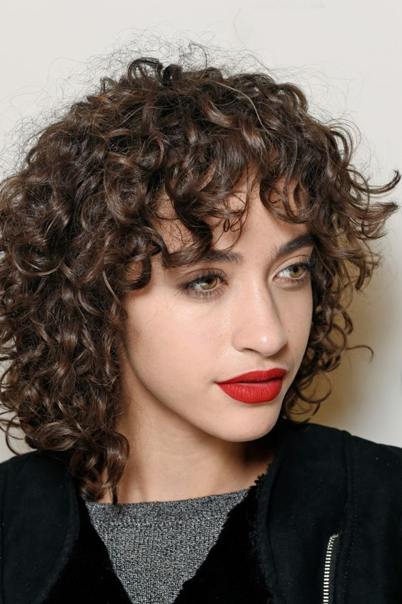 Shoulder Length Curly Hairstyle with Bangs Easiest Short Curly Hairstyles Ideas 2