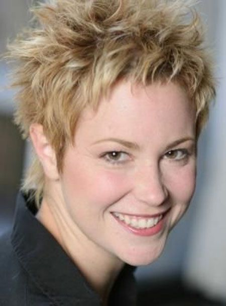 Spiky Hairstyle for over 40 and Overweight Women 6