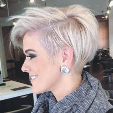 Thick Pixie Hairstyle for over 40 and Overweight Women 5