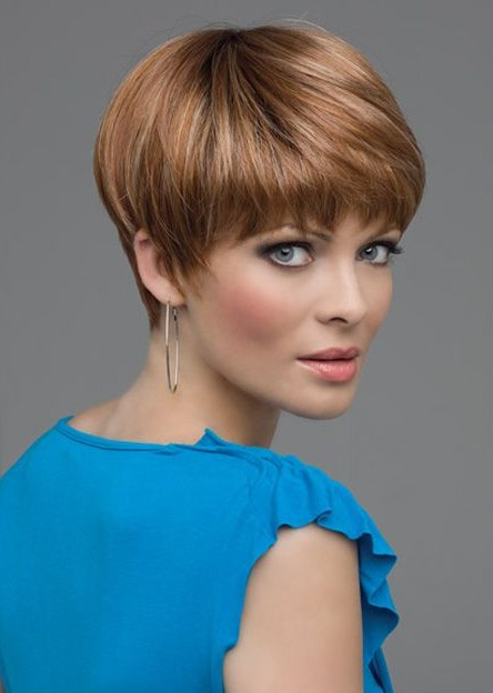 Thick Pixie Hairstyle for over 40 and Overweight Women 4