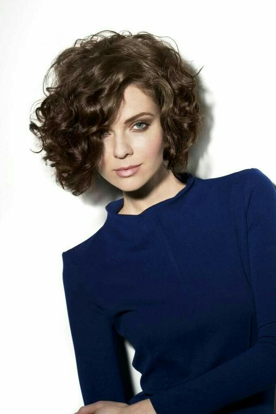 Short Thick Curly Hairstyle for Wedding 6