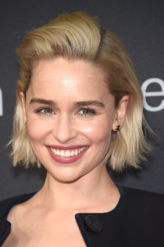 15 Casual Short Hairstyles for Women Over 50 (Updated 2021) Blunt-chin-bob