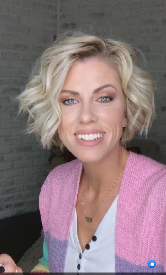 15 Casual Short Hairstyles for Women Over 50 (Updated 2021) Short-beach-wave-haircut